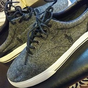 Polo sweater (wool) canvas shoes